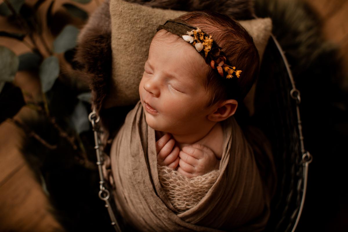 Séance naissance bébé studio nouveau-né, posing baby newborn sélestat colmar alsace